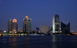 budynków zatoczki Dubai półmrok fotografia royalty free
