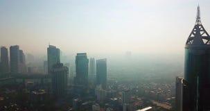Budynki biurowi i mgła zanieczyszczenie powietrza zdjęcie wideo