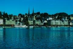 Budynki i jezioro Fotografia Royalty Free
