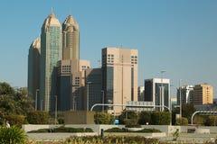 Budynki na Corniche drodze w Abu Dhabi, Zjednoczone Emiraty Arabskie zdjęcie stock