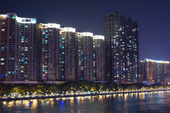 Budynki na perełkowym brzeg rzeki obrazy stock