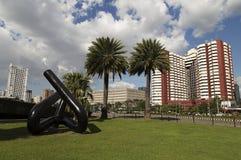 Budynki, palmy i rzecz i Zdjęcie Royalty Free