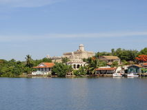 Budynki przy Cienfuegos zatoki wejściem Obraz Royalty Free