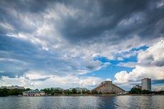 Budynki w Cambridge i Charles rzece, widzieć od Boston U Fotografia Royalty Free