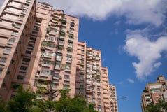 Budynki w Taipei pod niebieskim niebem obraz royalty free