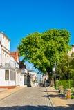 Budynki z niebieskim niebem w Warnemuende, Niemcy Zdjęcie Royalty Free