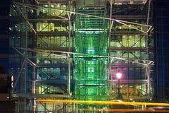 Budynku biurowego blisko wierza most cumujący noc portu statku widok Fotografia Stock