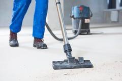 Budynku cleaning usługa pyłu usunięcie z próżniowym cleaner zdjęcie stock