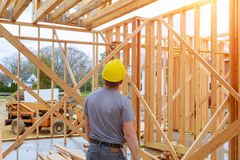 Budynku inspektor Patrzeje domową budowę Przy Nową własnością obraz stock