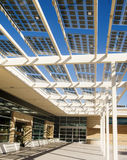 budynku komórek energetyczny słoneczny target512_0_ Fotografia Royalty Free
