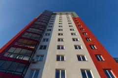 budynku mieszkaniowy nowy nowożytny Multistoried, nowożytny, nowy i elegancki żywy blok mieszkalny mieszkań nieruchomości domów p Zdjęcie Stock