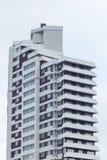 budynku mieszkaniowy nowy nowożytny Multistoried, nowożytny, nowy i elegancki żywy blok mieszkalny mieszkań nieruchomości domów p Obrazy Stock