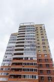 budynku mieszkaniowy nowy nowożytny Multistoried, nowożytny, nowy i elegancki żywy blok mieszkalny mieszkań nieruchomości domów p Zdjęcia Stock