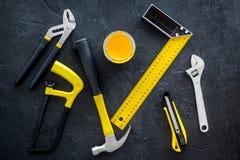 Budynku, obrazu i naprawy narzędzia dla domowego konstruktora miejsca pracy tła odgórnego widoku ustalonego ciemnego wzoru, Obrazy Stock