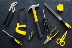 Budynku, obrazu i naprawy narzędzia dla domowego konstruktora miejsca pracy tła odgórnego widoku ustalonego ciemnego wzoru, Fotografia Stock