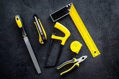 Budynku, obrazu i naprawy narzędzia dla domowego konstruktora miejsca pracy ustalonego ciemnego tła odgórnego widoku, Fotografia Stock