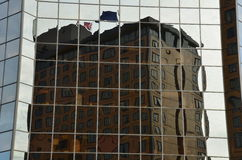 Budynku odbicie zniekształcający szklanymi okno Zdjęcie Stock