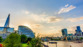budynku pejzaż miejski wybrzeża krajobrazu London nowożytna rzeka pokazywać Thames Obrazy Royalty Free