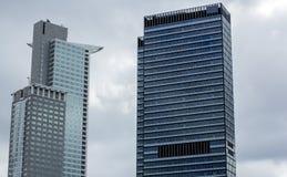 budynku wysoki nowo?ytny Drapacze chmur w centrum miasta Architektura w Frankfurt magistrala - jest - fotografia stock
