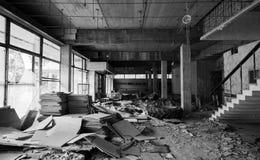 budynku zaniechany wnętrze Wejściowa sala, czarna Obrazy Stock