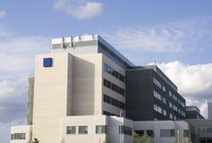 budynku znak przeciwawaryjny szpitalny nowożytny Zdjęcie Stock
