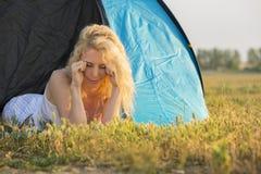 Budzić się up w campingu przy wschodem słońca zdjęcie royalty free