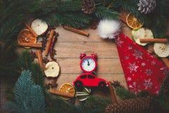 Budzik i czerwień zabawkarski samochód z Bożenarodzeniową dekoracją Obraz Royalty Free