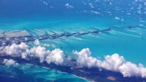Bue sikt ovanför molnen över det karibiskt Fotografering för Bildbyråer