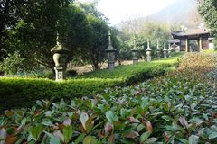 Bueatiful arkitektur i den forntida buddistiska templet, Lingyin royaltyfria bilder