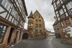 Buedingen,德国- 2016年11月06日:中世纪镇Buedingen的街道视图 免版税库存照片
