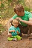 Buen muchacho con el padre Fotografía de archivo