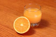 Buen zumo de naranja imágenes de archivo libres de regalías