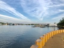Buena atmósfera en la boca del estuario fotos de archivo