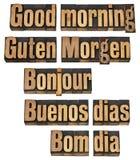 Buena mañana en cinco lenguajes Fotos de archivo libres de regalías