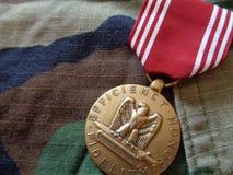 Buena medalla de conducta contra BDU imágenes de archivo libres de regalías