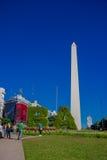 BUENOS AIRES, ARGENTINA - 2 DE MAIO DE 2016: o obelisco de Buenos Aires é uma construção tradicional e histórica encontrada dentr Fotografia de Stock Royalty Free