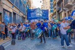BUENOS AIRES ARGENTINA - MAJ 02, 2016: massiv protest med oidentifierat folk som protesterar mot den offentliga telefonen Arkivfoto