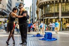 Buenos Aires Argentina - mars 11, 2016: Tangodansare i Buenos Aires royaltyfria foton