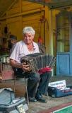 BUENOS AIRES, ARGENTINIEN - Februar, 24: La Boca-bandoneonist, St. Stockfoto