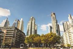 BUENOS AIRES, ARGENTINIEN - MAYO 09, 2017: Wolkenkratzer, modernes hig Stockfoto