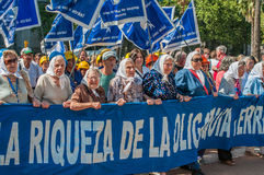 BUENOS AIRES, la ARGENTINA - febrero, 26: Madres de la plaza de fotos de archivo