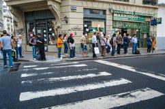 Ludzie Czeka autobus w Buenos Aires Zdjęcie Royalty Free