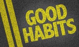 Buenos hábitos escritos en el camino Foto de archivo