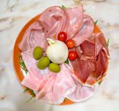 Bufala-Käse mit unterschiedlichem Schinken Lizenzfreies Stockfoto