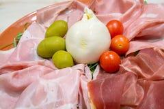 Bufala-Käse mit unterschiedlichem Schinken Lizenzfreie Stockbilder