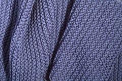 Bufanda azul hecha punto Imagenes de archivo