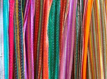 Bufanda colorida india en bufandas de una fila Imagen de archivo libre de regalías