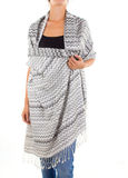 Bufanda femenina elegante con el modelo oriental Imagen de archivo libre de regalías