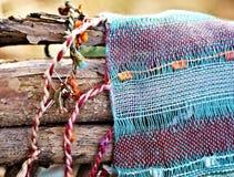 Bufanda que descansa sobre la madera Imagen de archivo libre de regalías