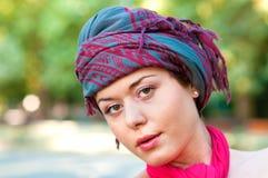 Bufanda que desgasta de la mujer fotografía de archivo